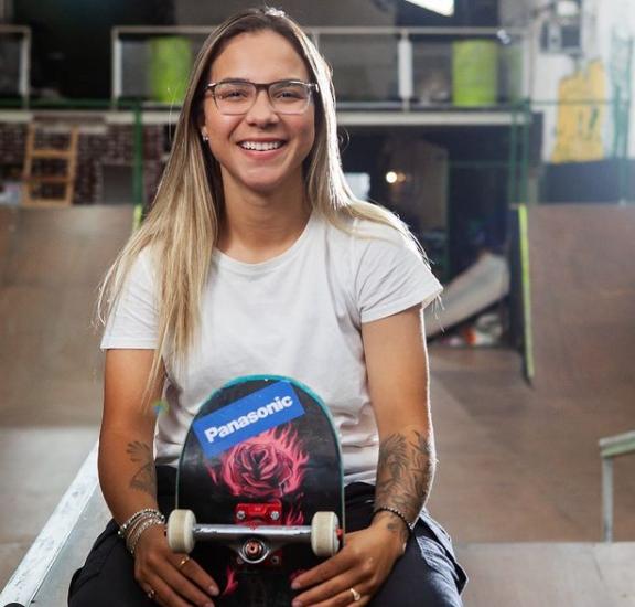 Aos 21 anos, a skatista paulista lidera o ranking mundial na categoria street e, em 2019, ganhou o Mundial da modalidade, disputado em São Paulo em 2019, antes da pandemia paralisar o skate por vários meses.(Foto: Instagram)