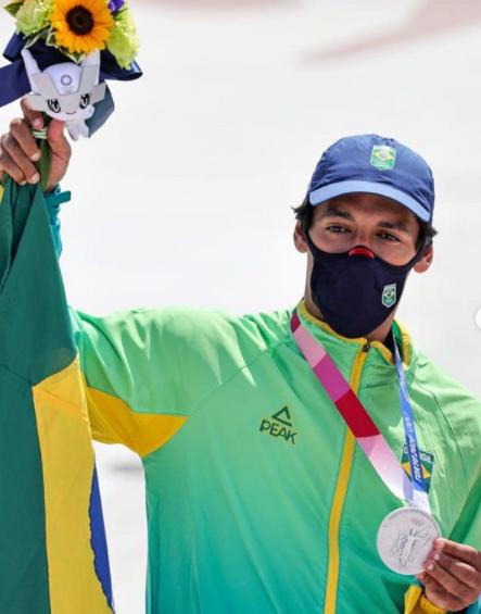 Kelvin Hoeffler foi o primeiro medalhista do Brasil, levando o prata na estreia do skate como modalidade (Foto: Instagram)