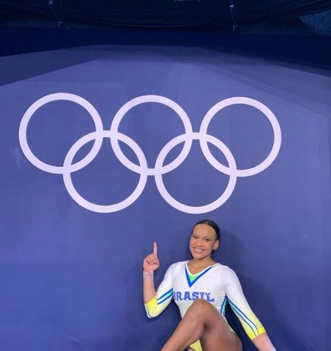 Rebeca Andrade se tornou a primeira ginasta brasileira a levar uma medalha nas Olímpiadas (Foto: Instagram)