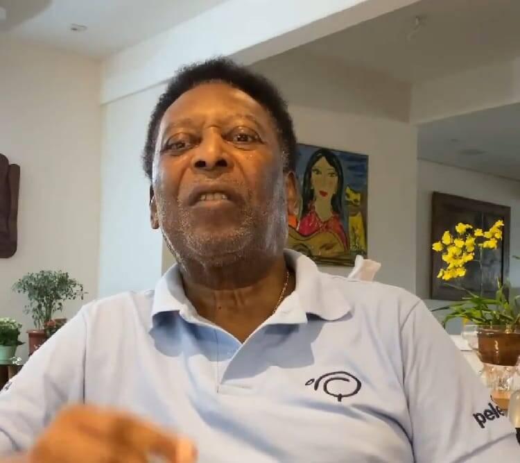 No início da carreira, Pelé foi chamado de 'gasolina' pelos colegas, fazendo referência a matéria derivada, que é o petróleo (Foto: Instagram)