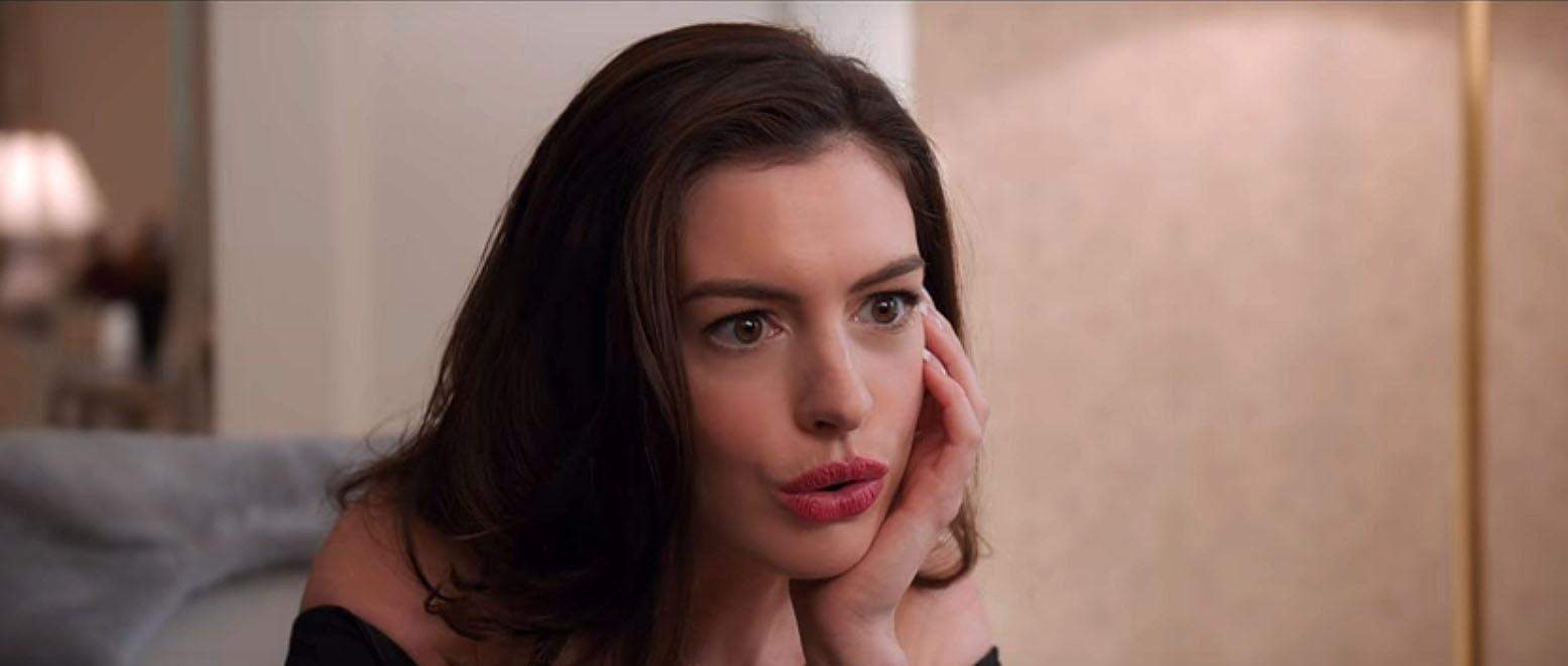 A atriz Anne Hathaway, cujos filmes incluem 'The Princess Diaries' (2001) e 'Alice no País das Maravilhas' (2010), já falou sobre o desejo de ser freira quando era criança. (Foto: Divulgação)