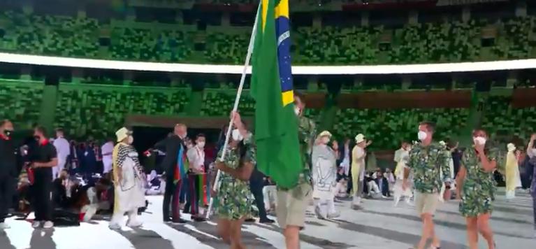 A delegação respeitou os protocolos e usaram máscaras. (Foto: TV Globo)