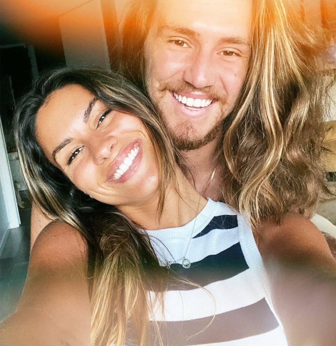 Victor Kley e namorada se conheceram em uma turnê que o músico estava fazendo em Portugal. Depois eles começaram a se falar pelas redes sociais e não pararam mais. (Foto: Instagram)