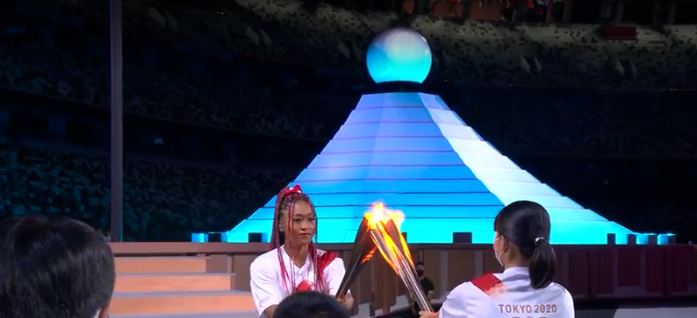 Chama sendo passada para a Tenista Naomi Osaka. (Foto: TV Globo)