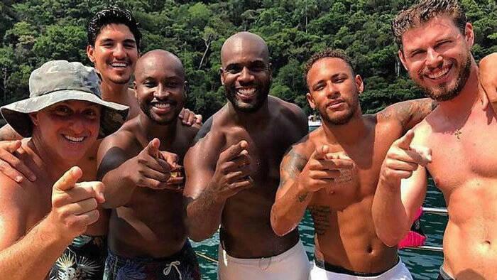 O grupo intitulado Diretoria também conta com Neymar Jr., Rafael Zulu e Medina.(Foto: Instagram)