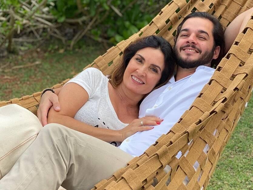 A apresentadora Fátima Bernardes e o namorado, Túlio Gadêlha, celebraram 3 anos e 8 meses de relacionamento. (Foto: Instagram)