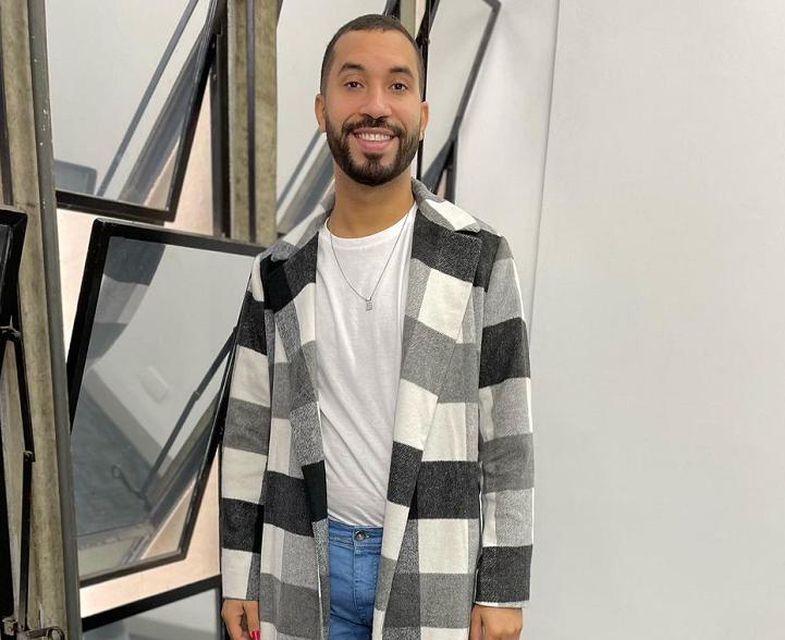 """Em suas redes sociais, Gil do Vigor celebrou a conquista: """"Que sonho estar ao lado de uma das maiores apresentadoras deste país"""". (Foto: Instagram)"""