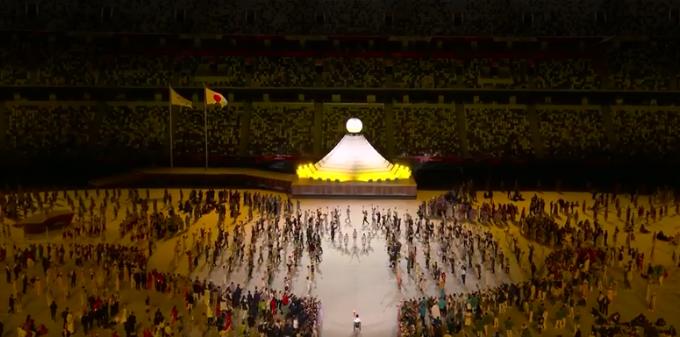 A pira olímpica representava o monte fuji. (Foto: TV Globo)