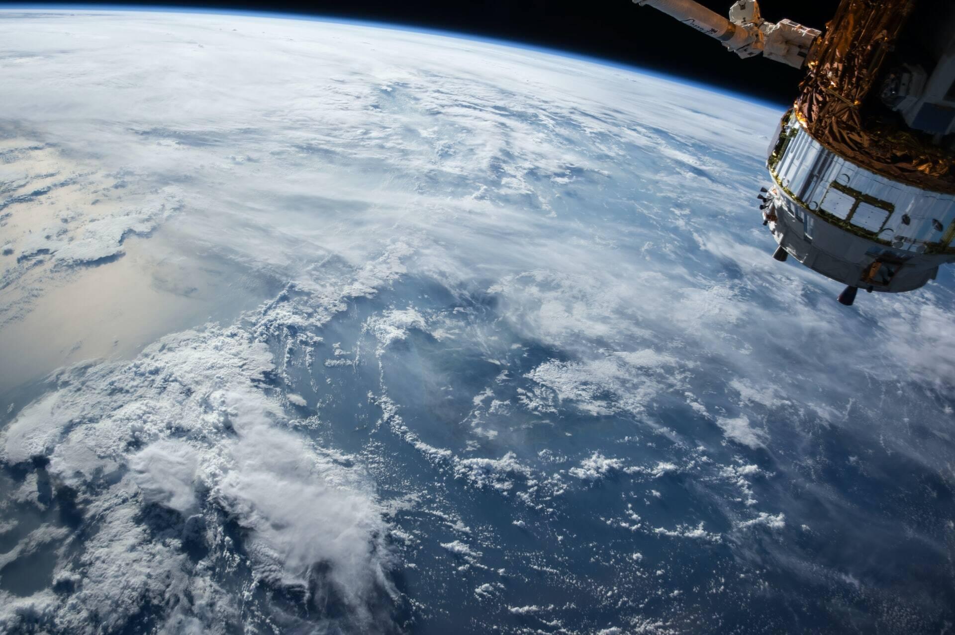 Jeff Bezos, seu irmão e dois convidados subiram para o espaço em um voo que durou 10 minutos e 11 segundos, entre ida e volta para a Terra. (Foto: Unsplash)