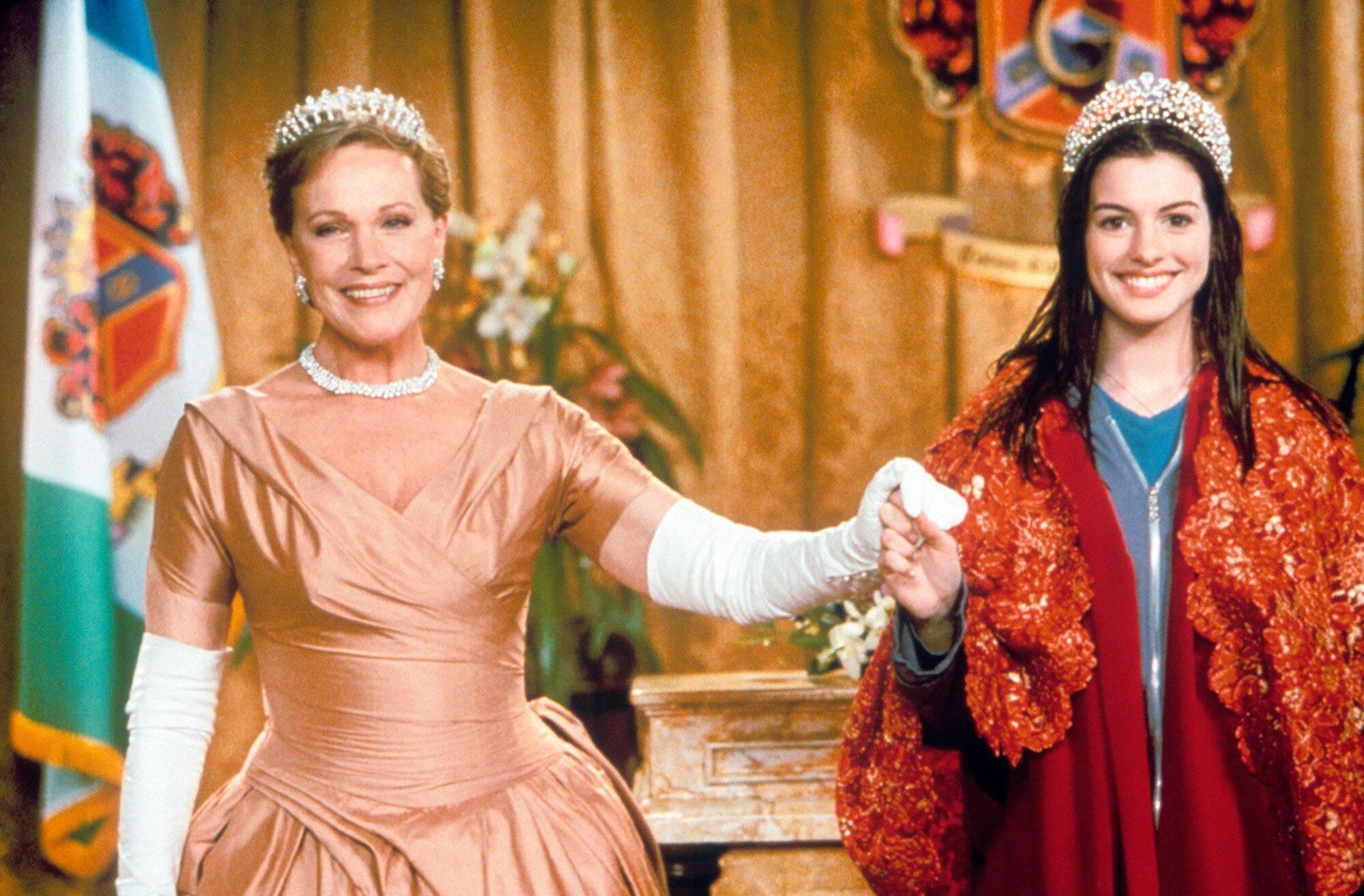 """Clarisse Reinaldi, de """"O Diário da Princesa"""", é uma das avós que marcou a história do cinema. Após conhecer a neta Mia, a monarca estabelece uma grande amizade com a neta e herdeira de Genóvia. (Foto: Divulgação)"""