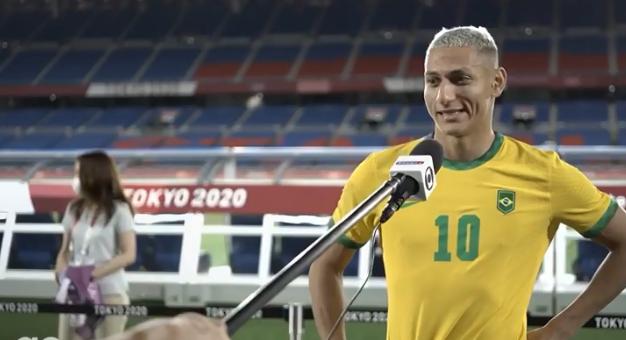 O atacante marcou os três primeiros gols da partida, alcançando o primeiro hat-trick na carreira. (Foto: TV Globo) )