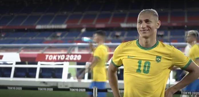 Richarlison foi o grande nome da vitória da seleção brasileira masculina de futebol por 4 a 2 sobre a Alemanha, na estreia nas Olimpíadas de Tóquio. (Foto: TV Globo)