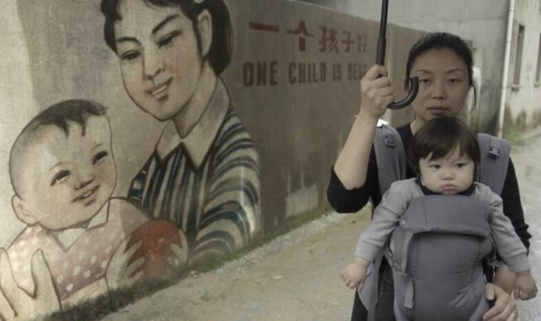 """""""One Child Nation"""" - A produção expõe as consequências devastadoras da política de filho único da China que durou de 1979 a 2015. O documentário foi o vencedor do Grande Prêmio do Júri do Sundance U.S. de 2019. (Foto: Divulgação)"""