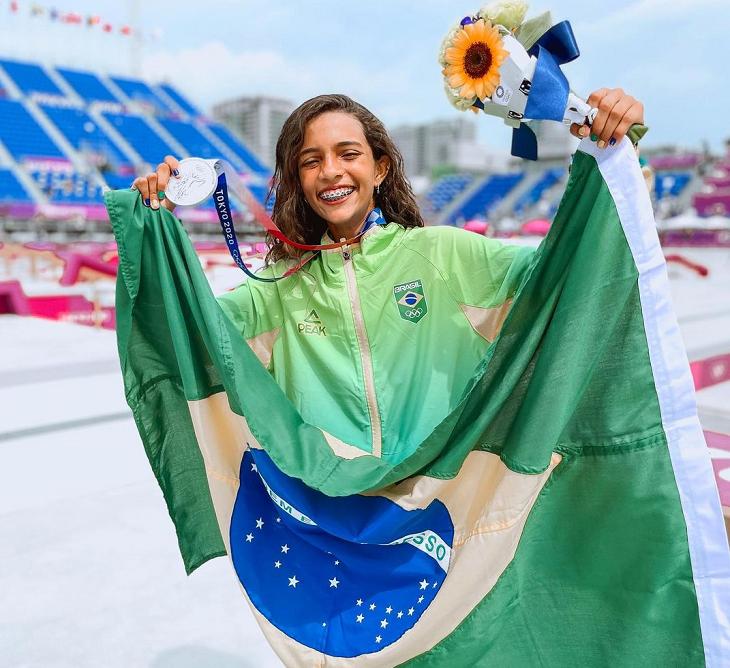Rayssa Leal fez história ao se tornar a atleta mais jovem a subir ao pódio em Olimpíadas. (Foto: Instagram)