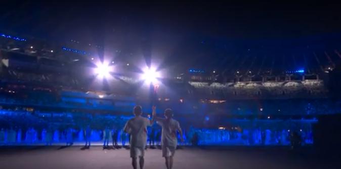 Chama Olímpica entrando no estádio. (Foto: TV Globo)