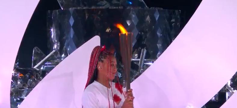 Uma negra de cabelos trançados foi a protagonista do momento principal. (Foto: TV Globo)