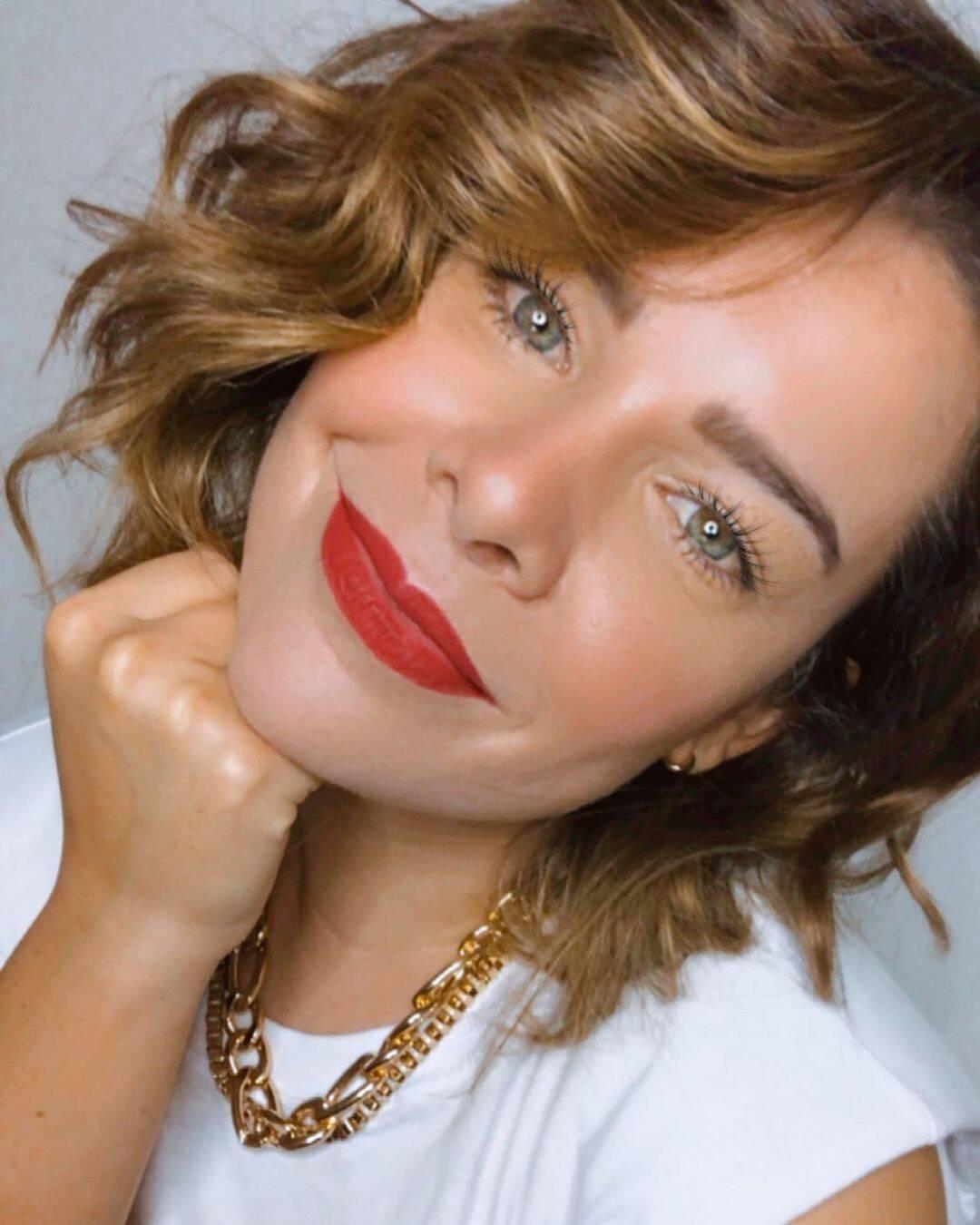 Após ficar três anos sem fazer alterações no cabelo, Fernanda Souza resolveu radicalizar. (Foto: Instagram)