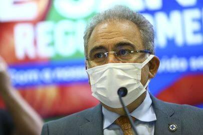 Inicialmente, a vacina não seria aplicada a menores de 18 anos. Entretanto, o ministro da Saúde, Marcelo Queiroga, anunciou que o país deverá começar a imunização dos adolescentes (Foto: Agência Brasil)