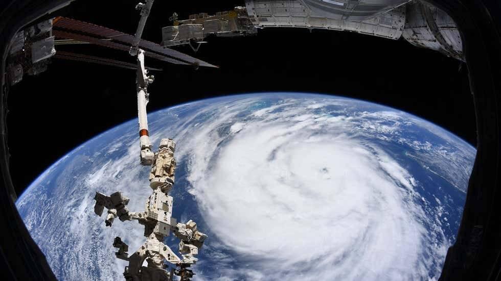 Diretamente da Estação Espacial Internacional, o astronauta Thomas Pesque conseguiu fotografar a tempestade antes da sua chegada. (Foto: Nasa)