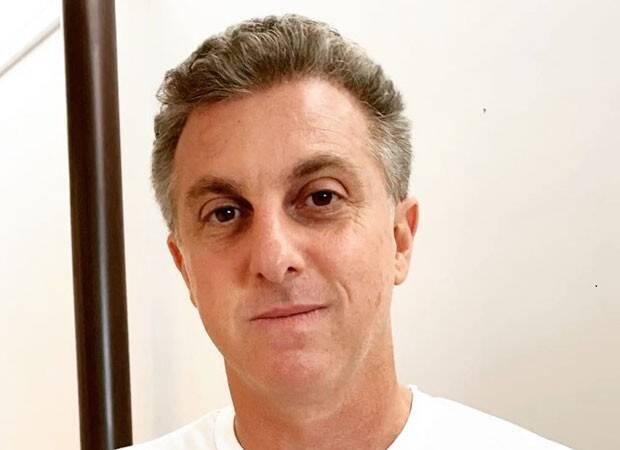 """2004 - Luciano Huck fala de saída do 'Caldeirão': """"A vida é feita de ciclos"""""""