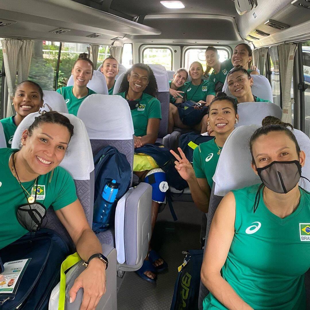 E no vôlei feminino também, elas estão já classificadas para a semifinal (Foto: Instagram)
