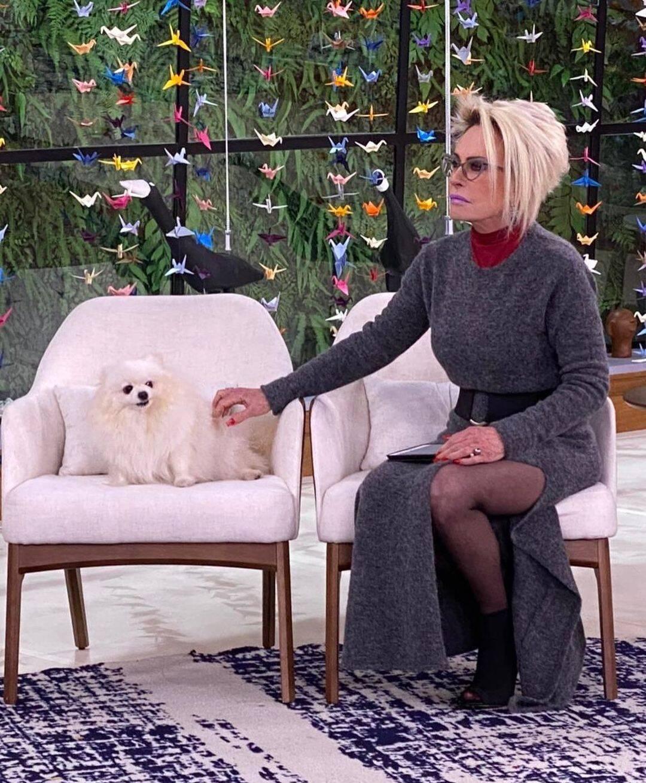 Agora a apresentadora mantém o seu cabelo platinado (Foto: Globo)