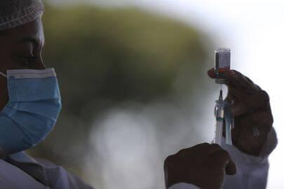 Levando em consideração o fato das crianças quase não desenvolverem formas graves do Covid-19 e transmitirem menos o vírus, a vacinação delas não era uma das ações prioritárias (Foto: Agência Brasil)