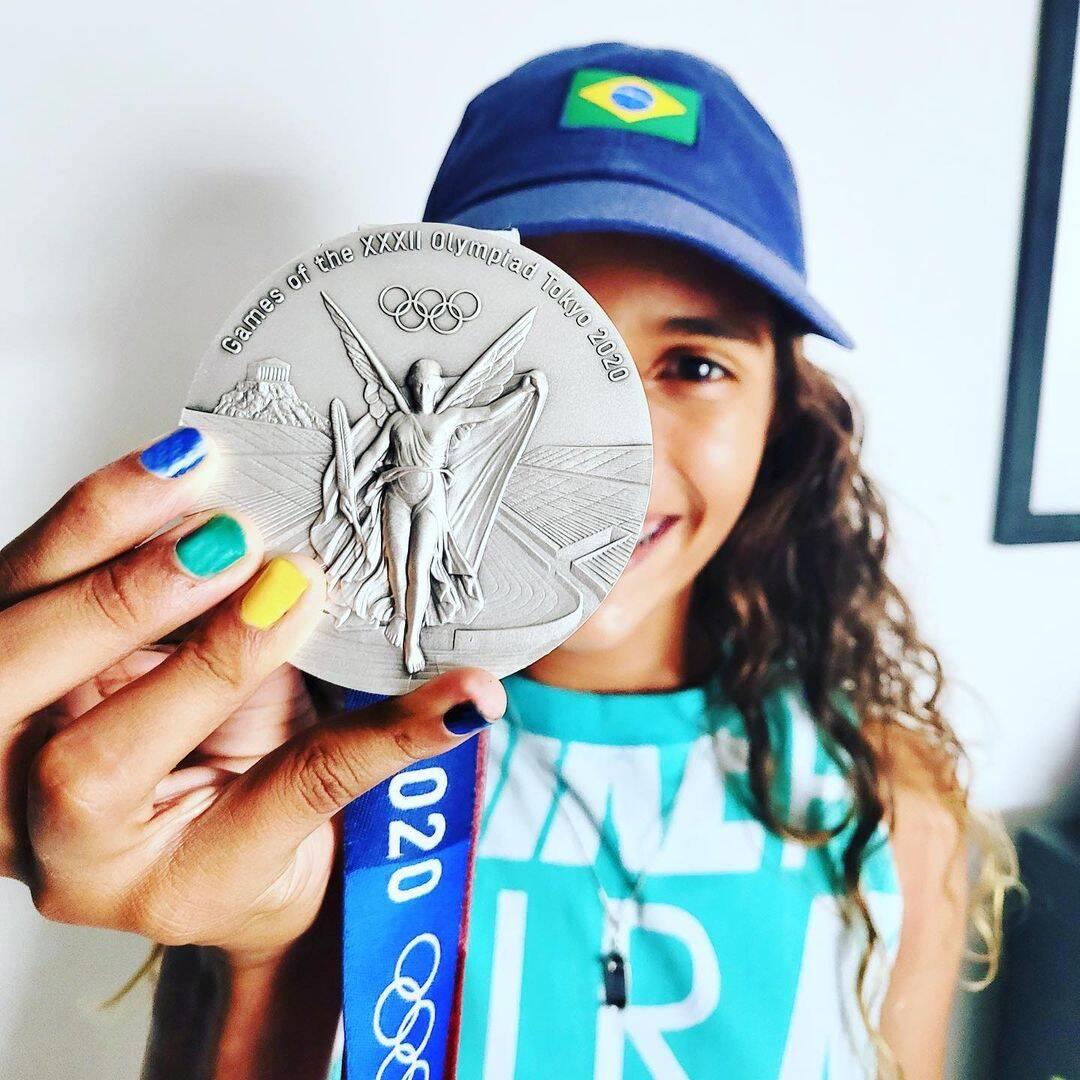 Rayssa Leal ganhou prata no skate street (Foto: Instagram)