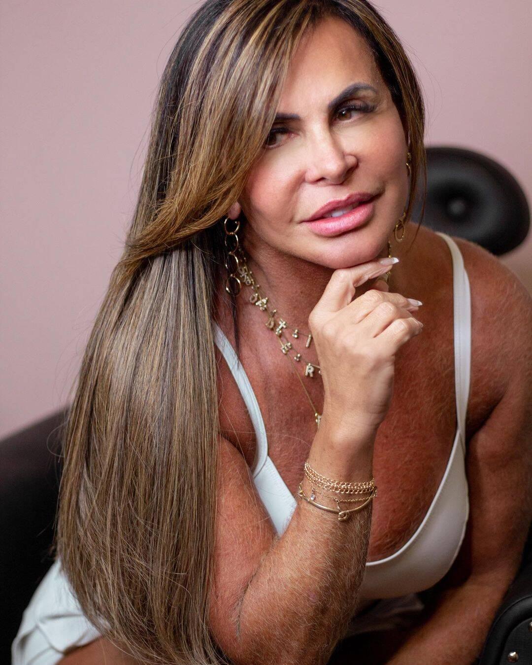 "A cantora alongou e clareou os fios, adotando a famosa técnica ""Morena Iluminada"". (Foto: Instagram)"