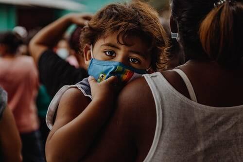No Brasil, o instituto Butantan pediu autorização da Agência Nacional de Vigilância Sanitária (Anvisa) para poder vacinar o público na faixa de 3 a 17 anos (Foto: Unsplash)