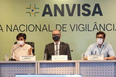 Na última quarta-feira, a Agência Nacional de Vigilância Sanitária negou o pedido de incluir os menores na bula do imunizante (Foto: Agência Brasil)