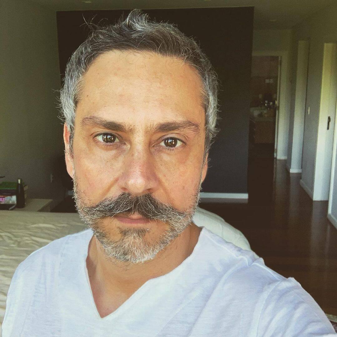 O ator que ganha em média 170 mil reais, estreou esse mês na nova produção da emissora e teve seu contrato renovado por mais três anos. (Foto: Instagram)