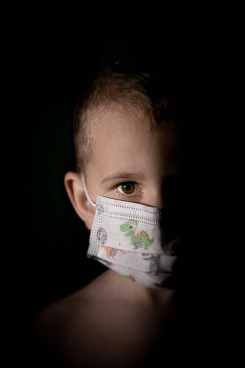 Para especialistas, caso as crianças não sejam vacinadas, esse aumento de casos graves, que levaram inclusive a tantas internações nos EUA, tende a ficar mais forte (Foto: Unsplash)