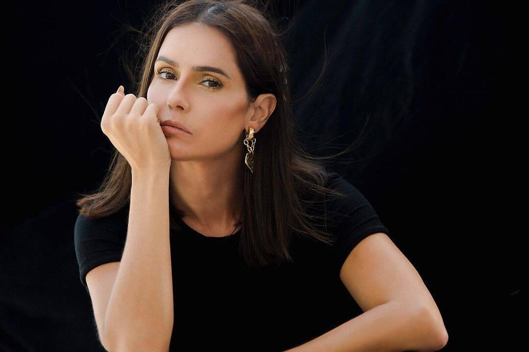 Deborah, é um dos grandes talentos da emissora e ganha em média 120.000 reais por mês. (Foto: Instagram)