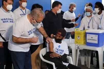 Queiroga também contou que a pasta vai decidir até o mês que vem, se irá diminuir o intervalo entre as doses de Pfizer de 3 meses para 21 dias (Foto: Agência Brasil)
