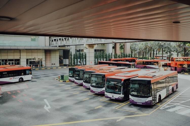 Além disso, há cerca de 160 ônibus disponíveis para ajudar no transporte da população. (Foto: Unsplash)