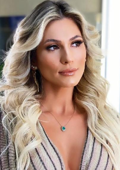 Lívia Andrade aterrissa no Brasil e vai direto para gravação na Globo (Foto: Instagram)