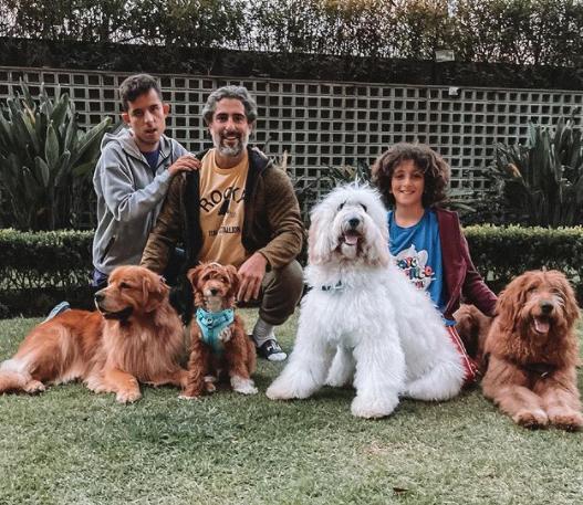 Ao chegar na sua casa em São Paulo, o apresentador deu de cara com uma linda celebração pela conquista: cartinhas do filho. (Foto: Instagram)