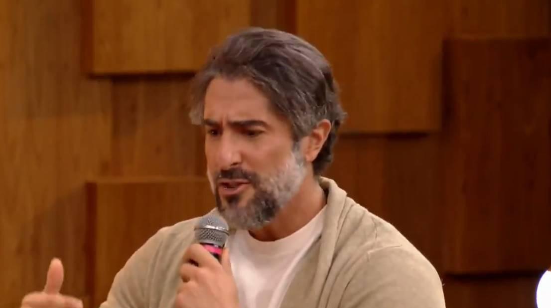 Marcos Mion se emocionou durante sua participação no programa Encontro (Foto: Globo)