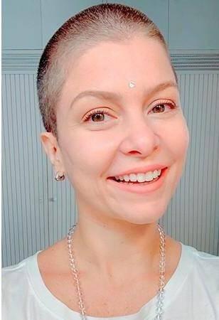 No início da pandemia, ela decidiu raspar a cabeça (Foto: Instagram)