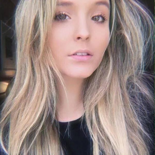Larissa Manoela, que havia deixado o cabelo no loiro por um tempo, decidiu promover uma mudança (Foto: Instagram)