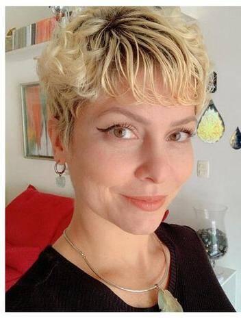 Agora ela mantém o cabelo curtinho (Foto: Instagram)