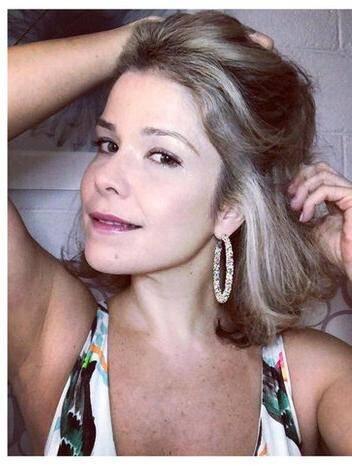 A atriz de 42 anos, mostrou a sua transição para o grisalho (Foto: Instagram)