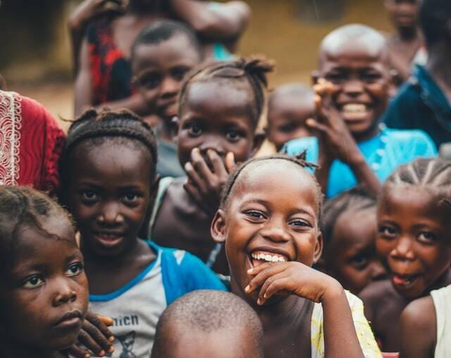 As mais de 10 milhões de crianças da Ásia e da África, sofrerão desnutrição com o avanço do século (Foto: Unsplash)