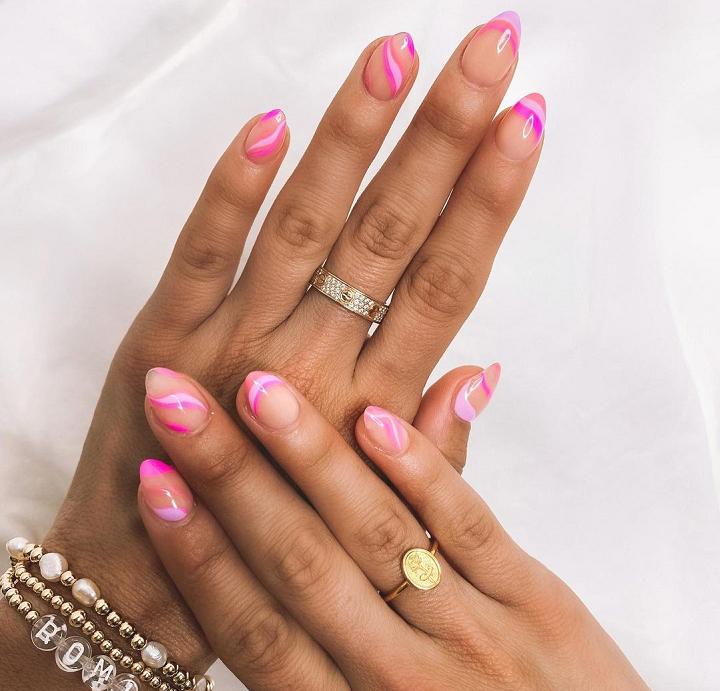 O pincel fininho também será o seu melhor amigo na hora de criar as 'artsy nails'. (Foto: Instagram)
