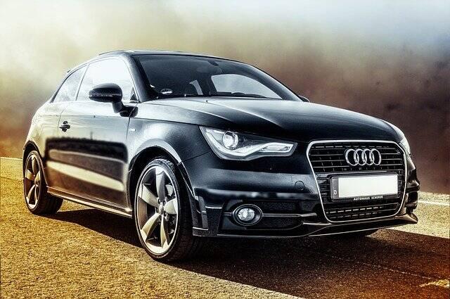 No Turcomenistão se acredita que a cor preta significa má sorte. Por isso carros pretos são ilegais desde 2018 (Foto: Pixabay)