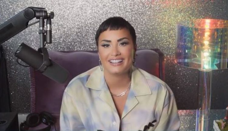 Pra quem não está acompanhando, Demi revelou ao mundo ser uma pessoa de gênero não-binário, ou seja, não se considera nem como sendo do gênero feminino, e nem como do masculino. (Foto: Twitter)
