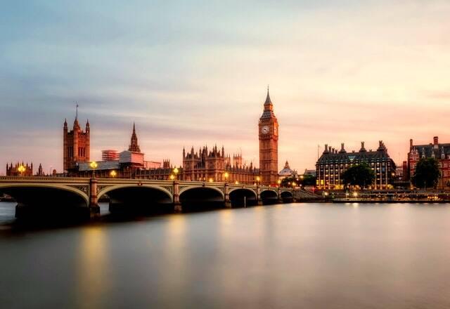Será quase impossível passar pela ponte do rio em Londres (Foto: Pexels)