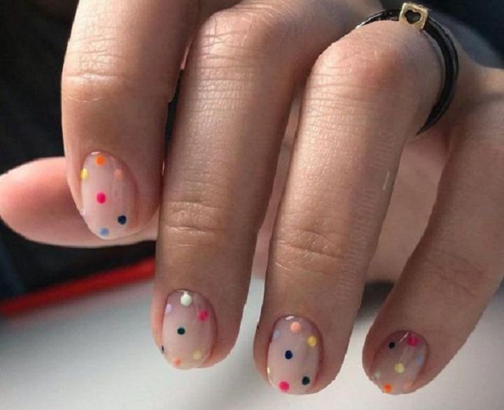 As bolinhas coloridas também são divertidas, modernas e super fáceis. Use a criatividade! (Foto: Instagram)