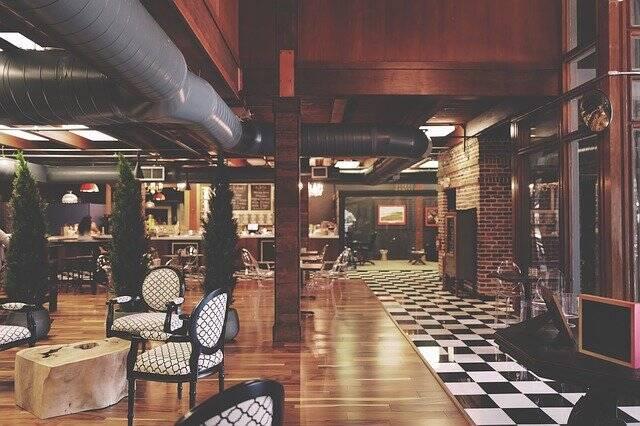 Bares em hotéis podem funcionar sem restrição de horários (Foto: Pixabay)